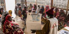 """La escasez de atención médica no es el único problema al que se enfrentan los desplazados y los habitantes de esta zona árida y aislada de #Níger. """"La principal dificultad es la falta de agua potable. La situación es terrible para todos los desplazados en Diffa, pero no hay que olvidar a aquellos que se encuentran al norte de Nguigmi sólo porque sean menos visibles"""", afirma Youssouf Demdelé, jefe de misión de MSF."""