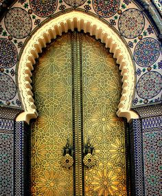 25 Most Beautiful Doors (A star-patterned golden arched doorway and ornamental tilework DOORin Fez, Morocco. Cool Doors, Unique Doors, Arch Doorway, Entrance, Islamic Architecture, Art And Architecture, Morrocan Architecture, Architecture Geometric, Architecture Interiors