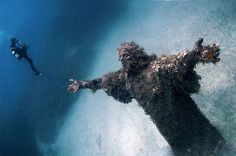Cristo degli Abissi, San Fruttuoso, Italy OR The Famous Maltese Underwater Statue of Jesus Christ Abandoned Buildings, Abandoned Places, Abandoned Mansions, Haunted Places, Places Around The World, Oh The Places You'll Go, Places To Visit, Around The Worlds, World's Most Beautiful
