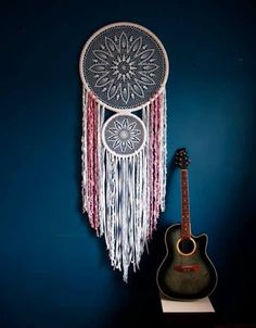 This lovely massive crochet dream catcher wall hanging is a ravishing assertion of the bohemian model. The crochet a part of the dream catcher took me extra then per week to make! Grand Dream Catcher, Dream Catcher Nursery, Large Dream Catcher, Dream Catcher Boho, Dream Catchers, Beau Crochet, Double Crochet, Boho Bedroom Decor, Bohemian Decor