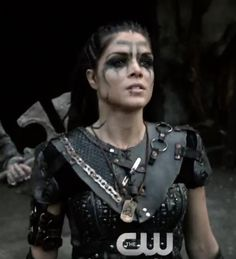 Octavia I feel she desires to go to Ice Nation Related posts: Octavia the 100 hair Octavia Blake, Marie Avgeropolous If I ever lived in a time like this, I would do my hair just like Octavia's. The 100 octavia hair Viking Makeup, Warrior Makeup, Marie Avgeropoulos, The 100 Clexa, Viking Costume, Arizona Robbins, Viking Warrior, Cosplay, Badass Women