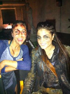 FINALE BTS: This is what finding out you just got a SEASON 3 looks like on #The100!! @iamavgeropoulos @linzzmorgan