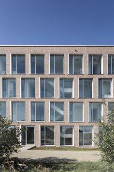 Apotheker-Ensemble - Bürogebäude in Münster Brick Architecture, Architecture Student, Contemporary Architecture, Amazing Architecture, Metal Facade, Stone Facade, Brick Facade, Brick Design, Wall Design