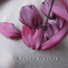 Ribbon Embroidery Tutorial, Silk Ribbon Embroidery, Embroidery Applique, Ribbon Art, Diy Ribbon, Ribbon Flower, Hand Embroidery Videos, Fabric Roses, Soutache Jewelry