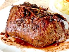 Roast Prime Rib with Madeira Sauce and Horseradish Sauce Beef Tenderloin, Roast Beef, Prime Rib Cooking Times, Meat Recipes, Healthy Recipes, Prime Rib Roast, Venison, Lasagna, Steak Marinades