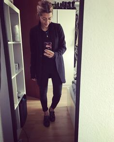 The one and only -Black- Fashion-dayli-coat-allblack-glasses-classy 🙏