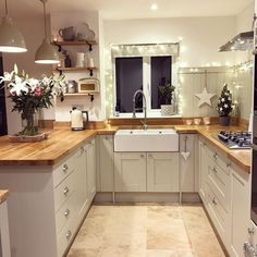 Small Kitchen Remodel Ideas to Make the Most of Your Space - Easy DIY Guide Kitchen Interior, Home Decor Kitchen, Kitchen Design Small, Kitchen Decor, Kitchen Remodel Small, Home Kitchens, Farmhouse Kitchen Remodel, Kitchen Renovation, Kitchen Design