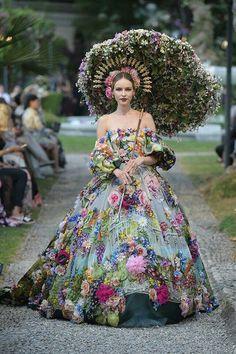Dolce & Gabbana Alta Moda et Alta Sartoria Haute couture Fall/Winter Femme Fashion Show Dolce & Gabbana, Style Couture, Haute Couture Fashion, Haute Couture Gowns, Couture Dresses, Fashion Dresses, Collection Couture, Fantasy Dress