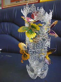 DIY plastic bottle is a luxury home decoration. ไอเดียสุดล้ำ การ DIY ขวดพลาสติก เป็นของแต่งบ้านแต่งบ้านหรูๆ | Reuse Plastic Bottles, Plastic Bottle Flowers, Plastic Bottle Crafts, Recycled Bottles, Upcycled Crafts, Recycled Art, Diy And Crafts, Creative Crafts, Paper Flowers