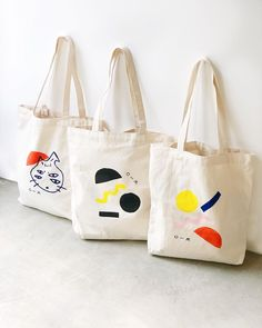 """O-M OBJECT-MATTER CERAMIC on Instagram: """"Another fun project 🙂 Block printing and hand painting #totebag are available on our web shop! 🎈"""" Fabric Tote Bags, Diy Tote Bag, Printed Tote Bags, Canvas Tote Bags, Painted Canvas Bags, Custom Tote Bags, Cotton Bag, Cloth Bags, Bunt"""