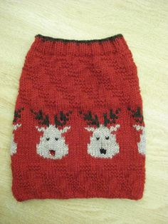 Cute reindeers with a red sequin embelishment on one of the noses. Adapted from a contemporary Mary Maxim pattern.