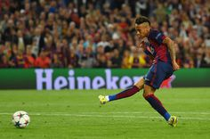 Neymar of Barcelona scores his team's third goal during the UEFA Champions League Semi Final, first leg match between FC Barcelona and FC Bayern München at Camp Nou on May 6, 2015 in Barcelona, Catalonia.