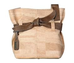 Artelusa Natural Cork Natural Beige Handbag with Big Bow FHR-B005B. http://www.retail-mojo.com/bags/artelusa-natural-cork-handbag-with-big-bow-fhr-b005