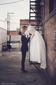 Today on @shesintentional: A Modern, Industrial, Canadian Wedding   Photography by Sheenism Studios