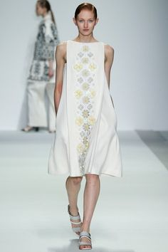 See the complete Holly Fulton Spring 2015 Ready-to-Wear collection.