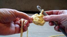 Pólófonalazz velünk! - 3. rész - Hogy kezdjünk el egy kosarat? (magic ri... Plastic Canvas, Magic Ring, Creative, Flowers, Blog, Crafts, Floral, Inspiration, Crocheted Bags