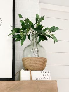 Four super simple ways to refresh some of your current home decor without spending a bunch of money! Spray Paint Vases, Painted Glass Vases, Glass Jars, Vases Decor, Decorating With Glass Vases, Paint Dipping, Farmhouse Decor, Diy Home Decor, Bedroom Decor