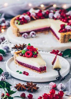 Weiße Schokoladentarte mit Himbeeren Chocolate Raspberry Mousse Cake, Vegan White Chocolate, Raspberry Tarts, Vegan Dessert Recipes, Tart Recipes, Just Desserts, Sweet Recipes, Healthier Desserts, Bolo Red Velvet