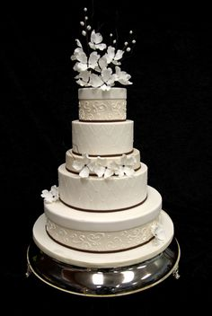 I've pretty much decided that every cake in Elegant Temptations' cake gallery is pin-worthy. They're expertly created and gorgeous.