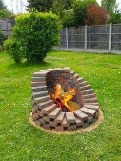 Cool Fire Pits, Diy Fire Pit, Fire Pit Backyard, Diy Outdoor Fireplace, Backyard Fireplace, Fire Pit Designs, Backyard Landscaping, Landscaping Ideas, Backyard Ideas