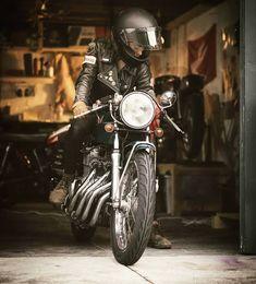 Cafe Racer Style, Cafe Racer Girl, Cafe Racer Bikes, Motorbike Girl, Bobber Motorcycle, Motorcycle Style, Vintage Motorcycles, Cars And Motorcycles, Bike Photography