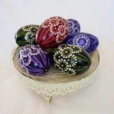 Cool Easter Eggs, Ukrainian Easter Eggs, Egg Crafts, Easter Crafts For Kids, Happy Easter Wishes, Easter Egg Pattern, Egg Tree, Easter Religious, Diy Ostern
