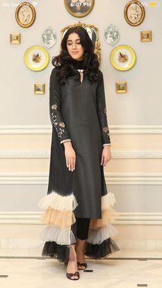 Party Wear Indian Dresses, Pakistani Fashion Party Wear, Designer Party Wear Dresses, Indian Fashion Dresses, Kurti Designs Party Wear, Dress Indian Style, Indian Designer Outfits, Pakistani Outfits, Fashion Outfits