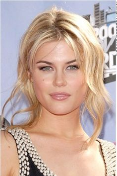 Details: Hair Style: Want a hairstyle that is classy and chic? This look is just that. Rachael Taylor has her long hair styled all around. Her long bangs fall to the side of her face with some bang sparingly on the forehead. Medium Hair Cuts, Medium Hair Styles, Long Hair Styles, Rachael Taylor, Blonde Color, Hair Colour, Hair Density, Light Blonde, Layered Hair