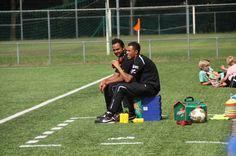 Drachster Boys B1 aan het coachen met Assistent trainer Zeb