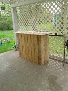 About four years in the past I created a complete patio set out of pallets. Pallet Crafts, Pallet Ideas, Pallet Projects, Bar Made From Pallets, Diy Heater, Solar Pool Heater, Gothic Furniture, Palette, Diy Pallet Furniture