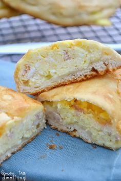 Ham, Egg & Cheese Breakfast Pockets - a quick, easy and delicious breakfast on the go! #breakfastpockets