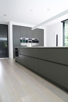 Ultra minimalist family home in black and white modern kitchen sinks, modern kitchen design, Grey Kitchen Designs, Modern Kitchen Design, Interior Design Kitchen, Kitchen Contemporary, Modern Design, Contemporary Decor, Modern Interior, Contemporary Cottage, Contemporary Apartment