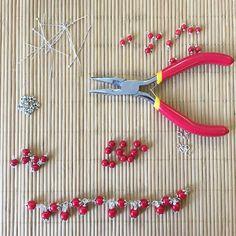 Making bracelets  #Etsy #artencasa #artencasadiy #etsysuccess #etsysellersofinstagram #etsyshop #etsyseller #etsysellersofinstagram #makingjewelry #makingbracelets
