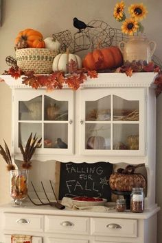 25 Awesome Fall Kitchen Design For Home Decor Ideas. If you are looking for Fall Kitchen Design For Home Decor Ideas, You come to the right place. Below are the Fall Kitchen Design For Home Decor Ide. Fall Kitchen Decor, Fall Home Decor, Autumn Home, Kitchen Ideas, Autumn Fall, Deco Haloween, Cocina Shabby Chic, Fall Leaf Garland, Sweet Home