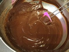 Étcsokoládé ganache készítése – Tortaiskola
