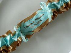 Gold Turquoise Wedding Bridal Garter with Names and Date Strumpfband Namen  Liga de Novia  jarretière de mariage personnalisée Wedding Garters, Ring Pillow, Turquoise, Date, I Am Happy, Bridal, Accessories, Bridal Garters, Boyfriends