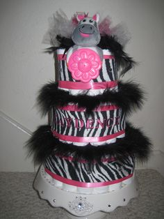 I love this diaper cake! Baby Shower Pin, Cute Baby Shower Ideas, Baby Shower Crafts, Baby Shower Diapers, Shower Party, Baby Shower Games, Zebra Diaper Cakes, Nappy Cakes, 1st Birthday Party Invitations