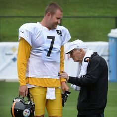 Steelers owner Dan Rooney greets Ben Roethlisberger during training camp Steelers Pics, Here We Go Steelers, Pittsburgh Steelers Football, Pittsburgh Sports, Best Football Team, Pittsburgh Penguins, Steelers Stuff, Steelers Helmet, Football Pics