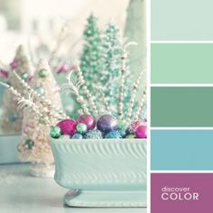 Check Out 23 Elegant Pastel Christmas Decor Ideas. Christmas decor in pastels is very sweet, especially if you choose vintage style. Scheme Color, Colour Pallette, Color Palate, Color Combos, Pastel Decor, Pastel Colors, Ocean Colors, Design Seeds, Mint Color