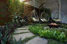 bubble-chair-seating-garden.jpeg (800×531)