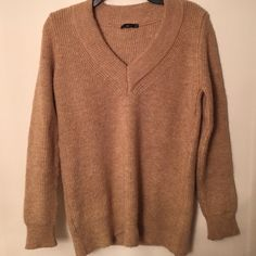 Zara Knit Sweater Super comfortable oversized Zara Sweater- in perfect condition, size small but can fit up to medium/ large depending how small/big you want it. Perfect classic sweater for all occasions! Zara Sweaters V-Necks