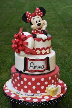 minnie mouse cake, three tier cake, red and white fondant, minnie mouse cake topper Bolo Da Minnie Mouse, Minnie Mouse Cake Topper, Mickey And Minnie Cake, Minnie Mouse Birthday Cakes, Mickey Cakes, Mickey Birthday, Minnie Mouse Cake Design, Birthday Kids, Cake Birthday