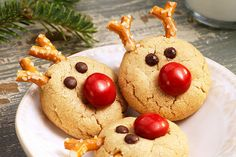 Transform a simple peanut butter cookie recipe into a cute reindeer cookie with the addition of chocolate candies, chocolate chips and pretzels. Our peanut butter cookie recipe will become a favourite during the festive season. Kraft Foods, Kraft Recipes, Homemade Peanut Butter Cookies, Peanut Butter Cookie Recipe, Cookie Recipes, Holiday Baking, Christmas Baking, Christmas Cookies, Christmas Snacks