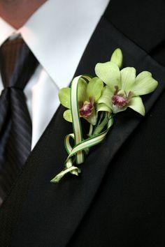 Boutonniere. What flower is this @Elizabeth Mindemann