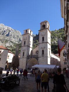 Igreja da praça de Kotor-Montenegro