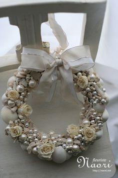 貝殻とパール ホワイトローズのリース  shell, Pearl & white rose                                                                                                                                                                                 もっと見る                                                                                                                                                                                 もっと見る