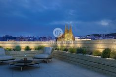 Arago Barcelona is perfectly located near to the iconic Sagrada Familia in the fashionable Example district Barcelona, Spain. Enjoy this boutique project in Barcelona life to the full then come to a place that's all your own. Real Estate Agency, Luxury Real Estate, Apartments For Sale, Luxury Apartments, Barcelona Apartment, Contemporary Apartment, New Property, Property Development, Rooftop Terrace
