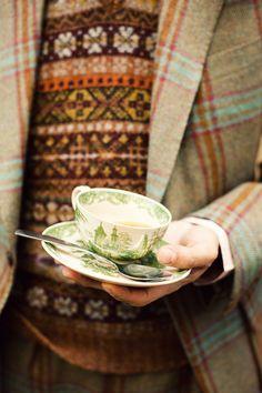 Plaid tweed coat and tea. English Country Manor, English Style, English Countryside, Tweed Run, Tweed Jacket, Autumn Tea, Cuppa Tea, My Cup Of Tea, High Tea