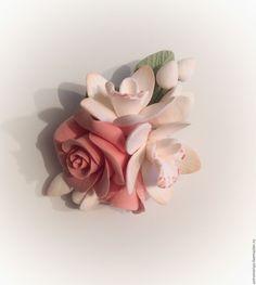 Купить Брошь с Розой и орхидеями из полимерной глины - кремовый, бежевый, айвори, брошь ручной работы