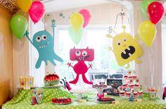 Tema para festa de menino - Monstrinhos - Quem disse que precisam ser assustadores? Monstrinhos podem ser uma boa ideia para decorar o aniversário do seu filho! Eles podem ser divertidos e bem coloridos, sem precisar colocar medo em ninguém!